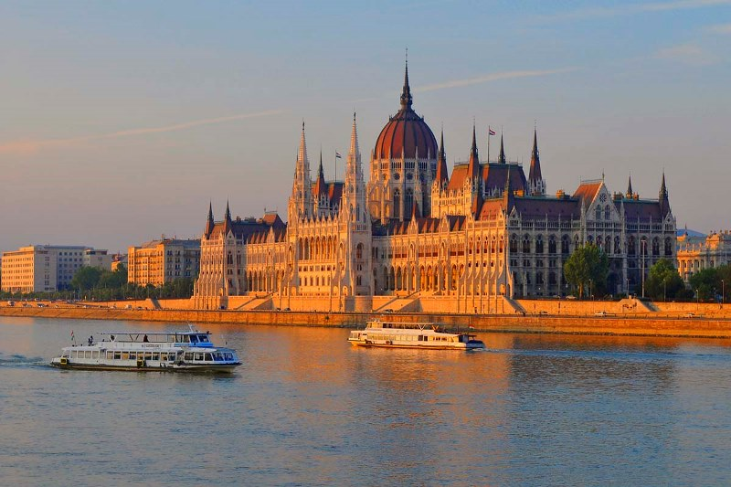 Parlamentul-Budapesta.jpg