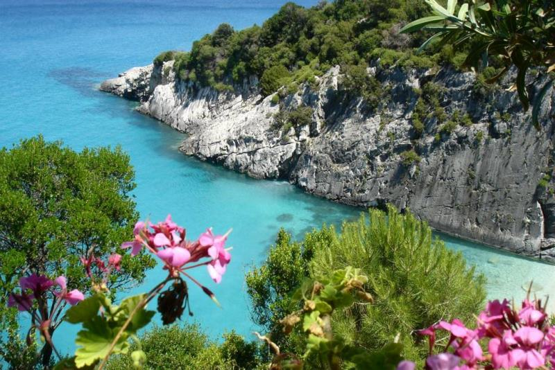 shipwreck-blue-caves-zakynthos-vip-tour (14).jpg
