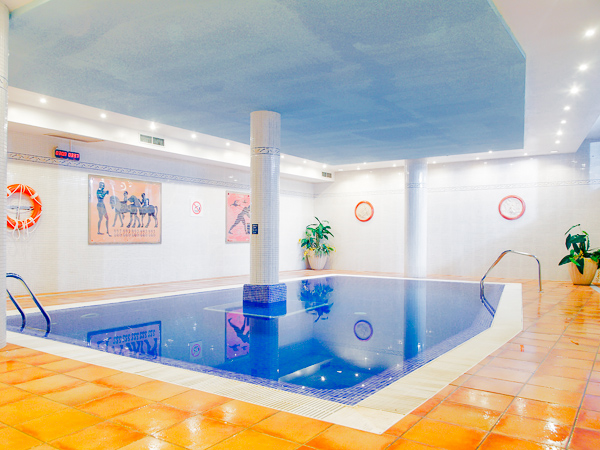 Mallorca, Hotel Sol Antillas Barbados, piscina interioara.jpg