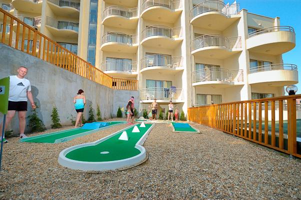 Nisipurile de Aur, Hotel Park Golden Beach, minigolf.jpg