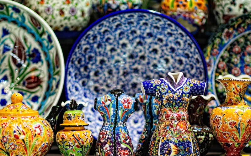 Istanbuls-Grand-Bazaar-painted-ceramics-3171113155152.jpg