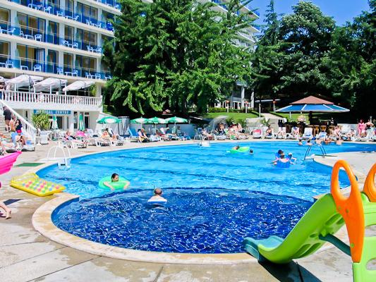 Nisipurile de Aur, Hotel Perla, piscina.jpg
