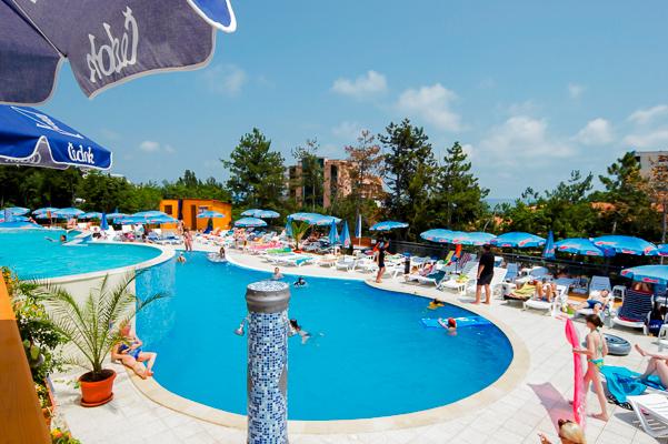 Nisipurile de Aur, Hotel Park Golden Beach, piscina exterioara.jpg