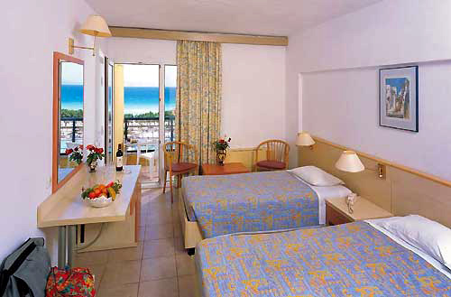 Hotel Doreta Beach camera standard.jpg