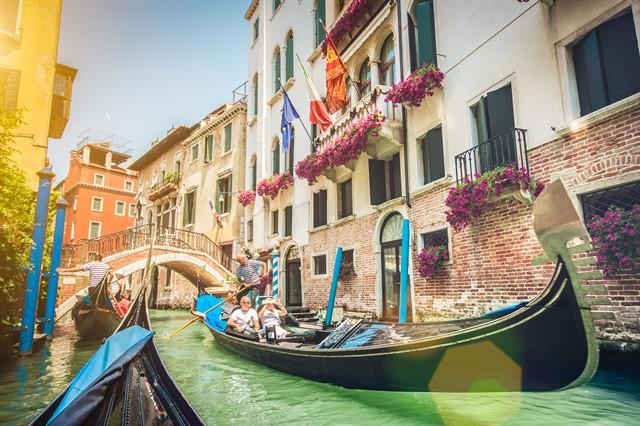 italia venetia gondole peisaj_640x426.jpg
