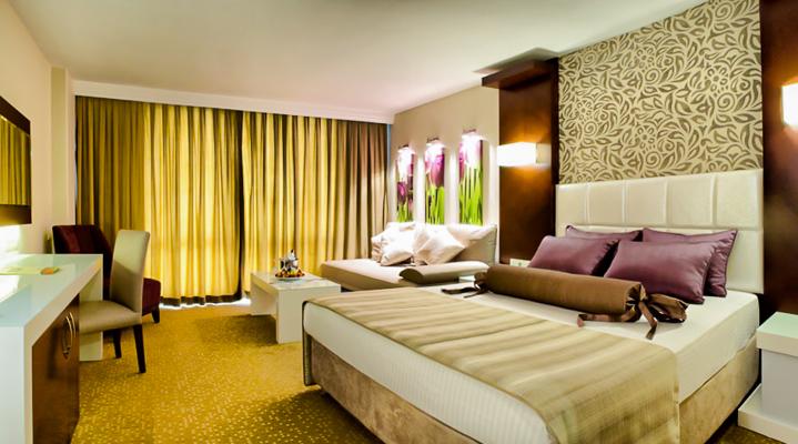 Room_Deluxe-2.jpg