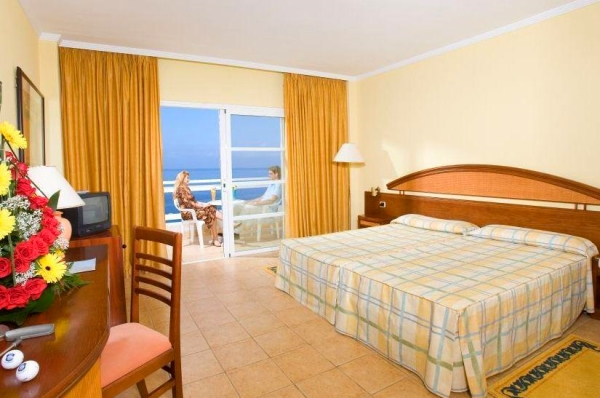 Tenerife, Hotel Aguamarina Golf, camera, pat dublu, balcon, birou, tv.jpg