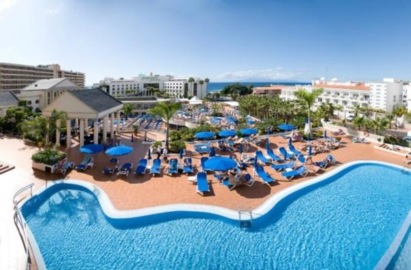 Tenerife, Bahia Princess, piscina, sezlonguri.jpg