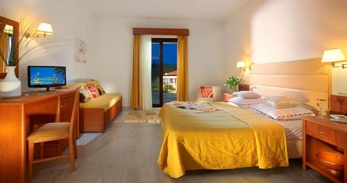 Hotel Chrousso Village camera (studio).jpg