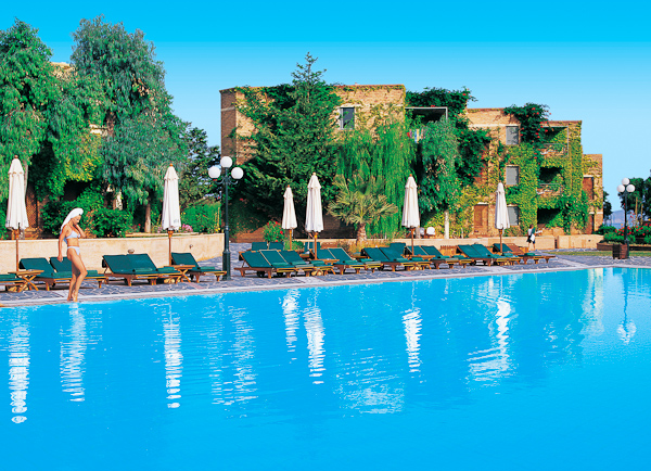 Creta, Hotel Aquis Bella Beach, piscina exterioara, sezlonguri.jpg