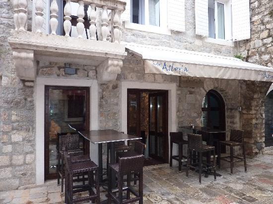 budva-astoria-cafe-terrace.jpg