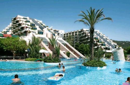 Hotel Limak Limra piscina.JPG