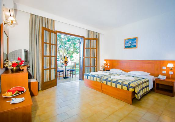 Kos, Hotel Gaia Garden, camera dubla, terasa.jpg