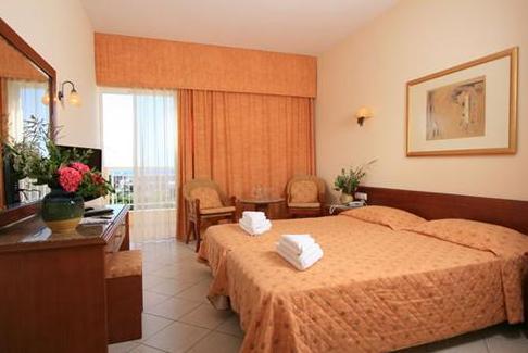 Hotel Lavris Paradise camera standard.JPG