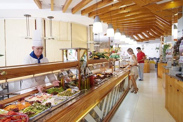 Pinero Tal, Mallorca, interior, restaurant, bufet.jpg