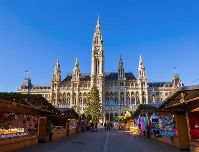 Christmas Market near City Hall in Vienna Austria_640x490.jpg