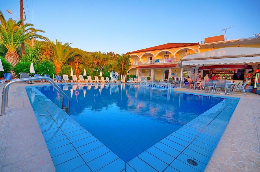 Zakynthos, Hotel Daisy, piscina exterioara.jpg