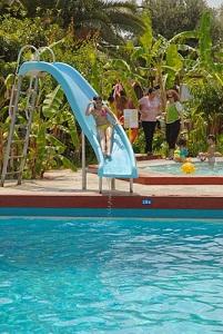 Irene P. piscina copii.jpg