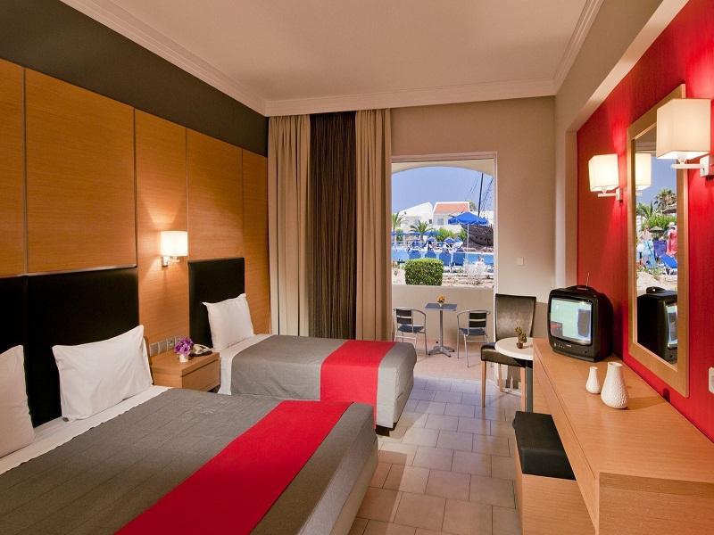 Triple_Room_4_site.jpg