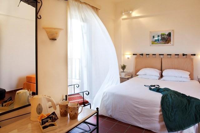 15_standard_room.jpg
