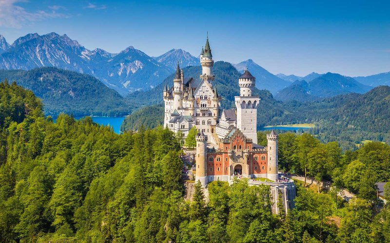 NEUSCHWANSTEIN- Elvetia Bavaria by Hello holidays.jpg