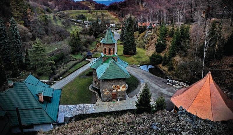 manastirea-prislop-pe-inserat.jpg