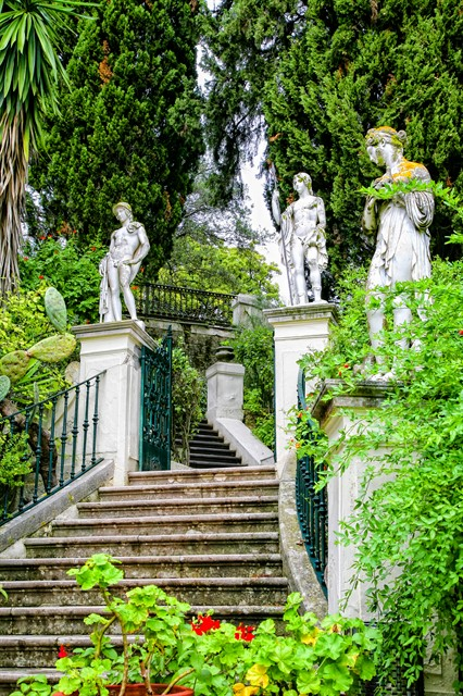 grecia corfu insula achillion arhitectura trepte palat muzeu.jpg