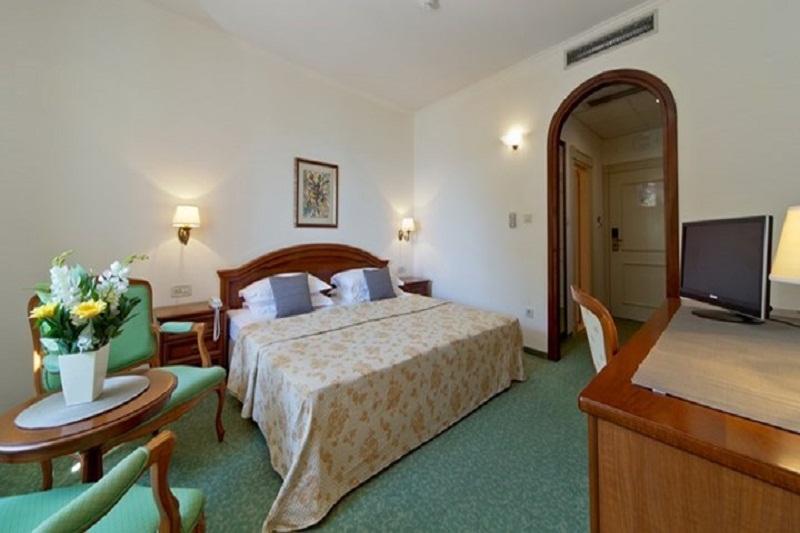 standard-double-room-635394602814737657_720_405.jpg