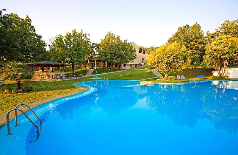 piscina mica.jpg