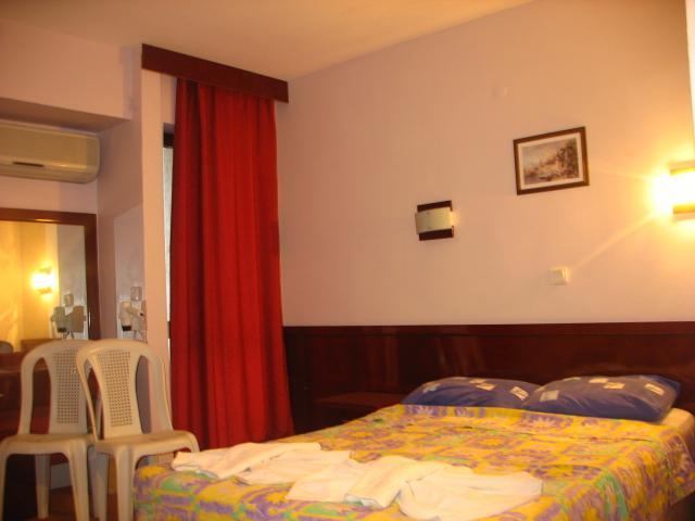 room minay.jpg