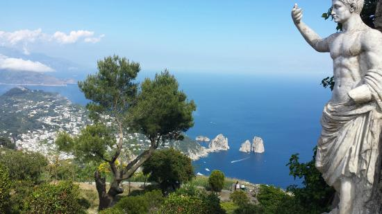 insula capri hello holidays.jpg
