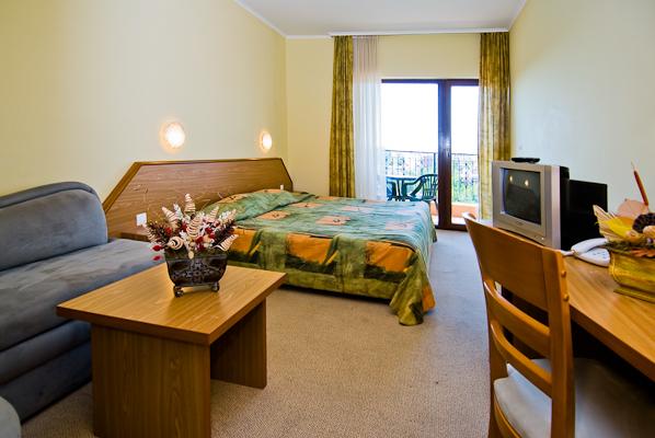 Sunny beach, Hotel Hrizantema, camera dubla, extrabed, TV.jpg