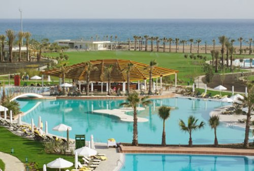 Hotel Barut Lara Resort &Spa piscina.jpg