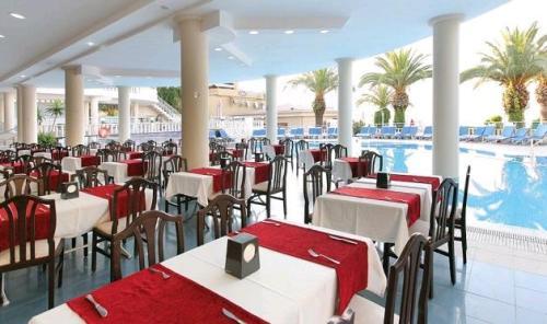 Hotel Noa Club Nergis Beach  restaurant.JPG