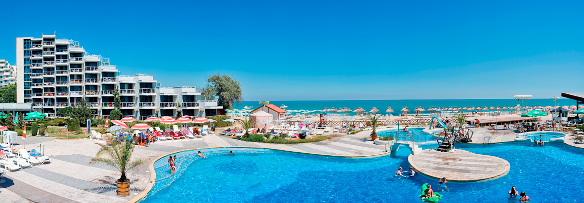 Albena, Hotel Slavuna, piscina exterioara.jpg