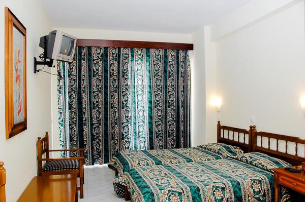 Rodos, Hotel City Center, camera dubla standard, pat, tv.jpg