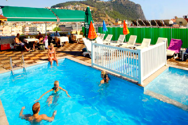 Alanya, Hotel Kleopatra Beach, exterior, piscina, pool bar.jpg