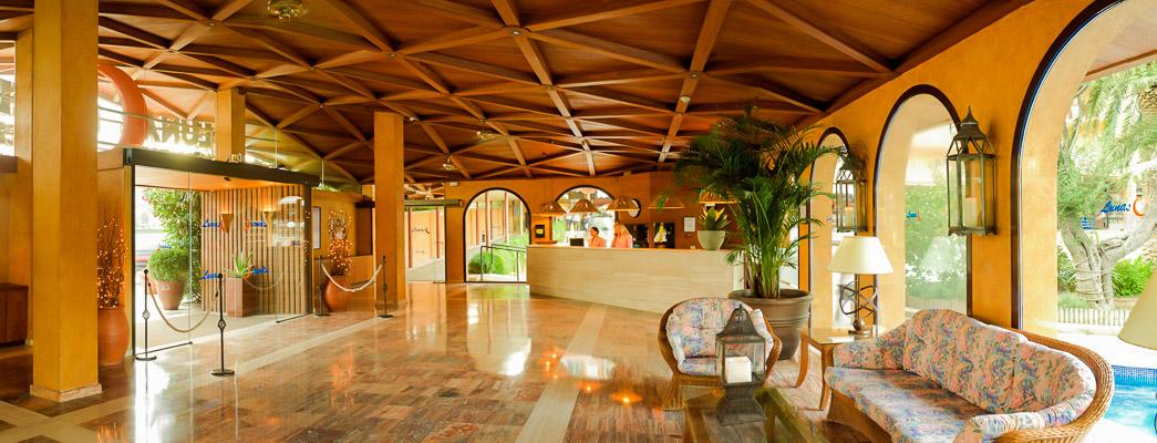 Costa Brava, Hotel Hotenco Luna Club, receptie, lobby.jpg