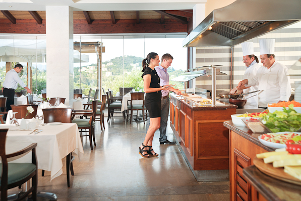 Corfu, Hotel Louis Corcyra Beach, bufet restaurant.jpg