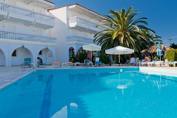 Zakynthos, Hotel Jupiter, piscina exterioara.jpg