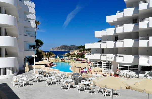 Fergus Style Cala Blanca Suites, exterior, hotel, piscina, mare.jpg