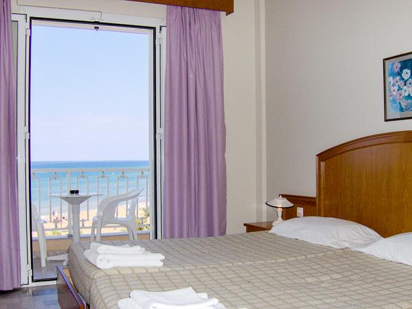 Corfu, Hotel Livadi Nafsika, camera, vedere mare, pat.jpg