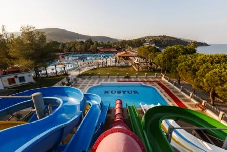 GENERAL VIEW FROM WATER SLIDES.jpg