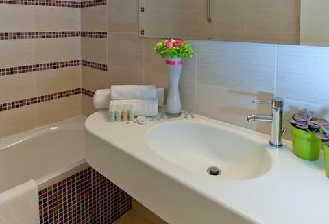 2631759-Semiramis-City-Hotel-Rhodes-Bathroom-1-DEF.jpg