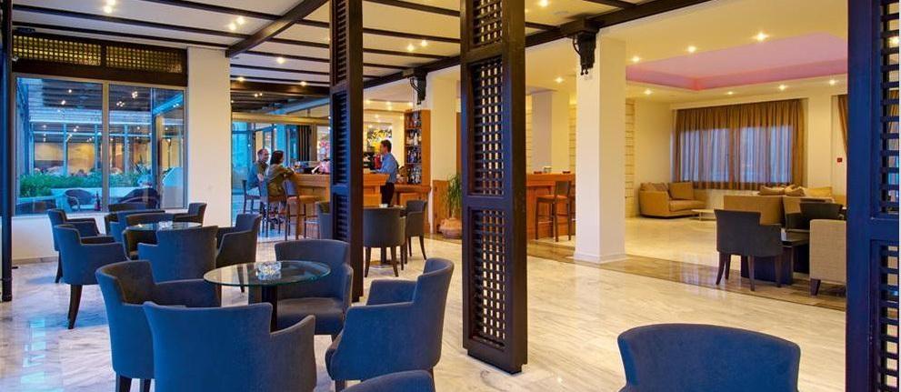 Lobby Hotel Santa Marina Beach.jpg