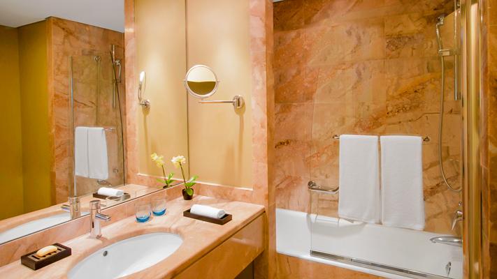 Rodos, Hotel Sheraton, camera dubla, baie, cada.jpg