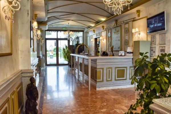 Shkorpilovtsi, Hotel Long Beach Resort, receptie.jpg