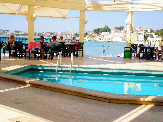 pool-bar-area.jpg