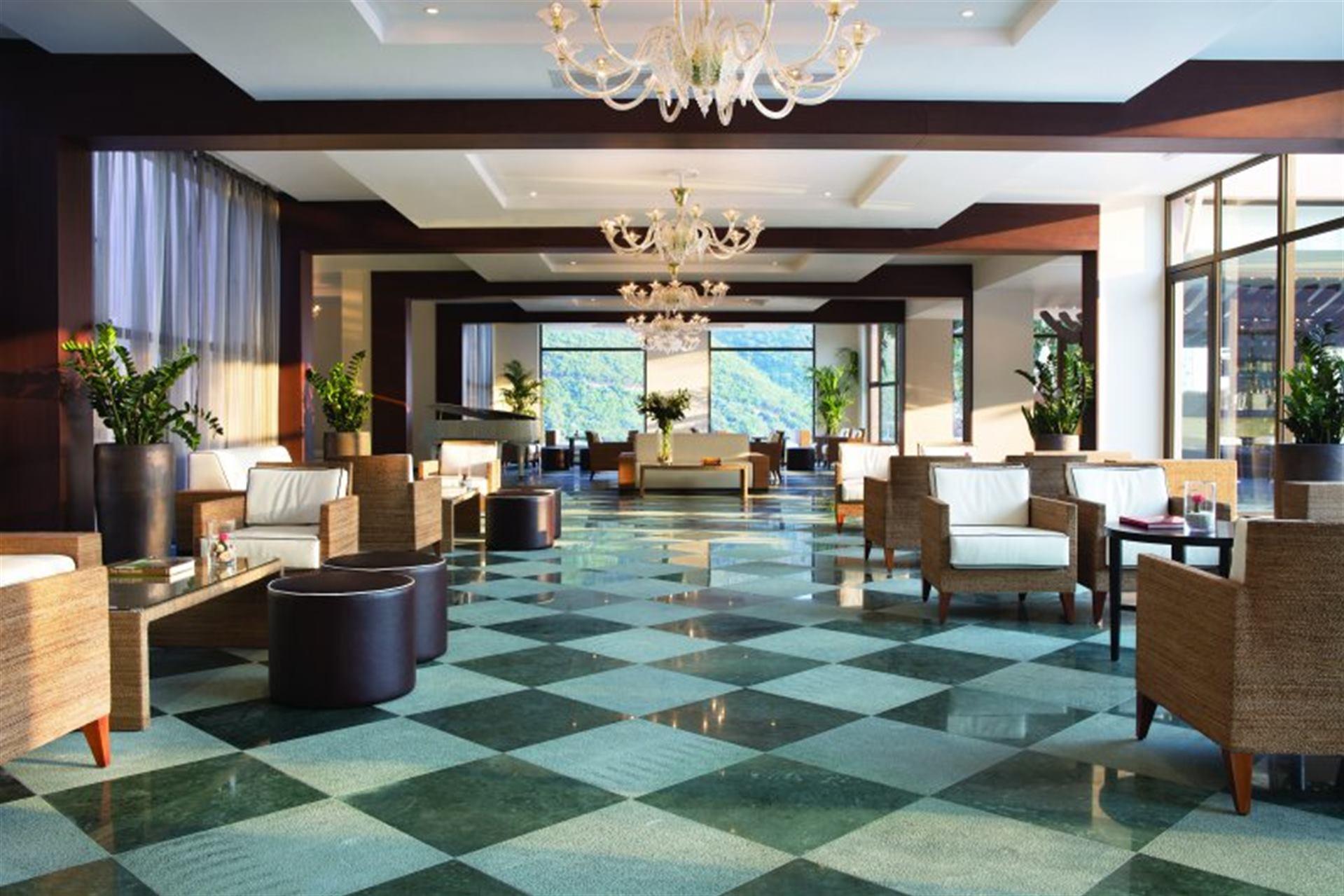 lobby_area_1.jpg