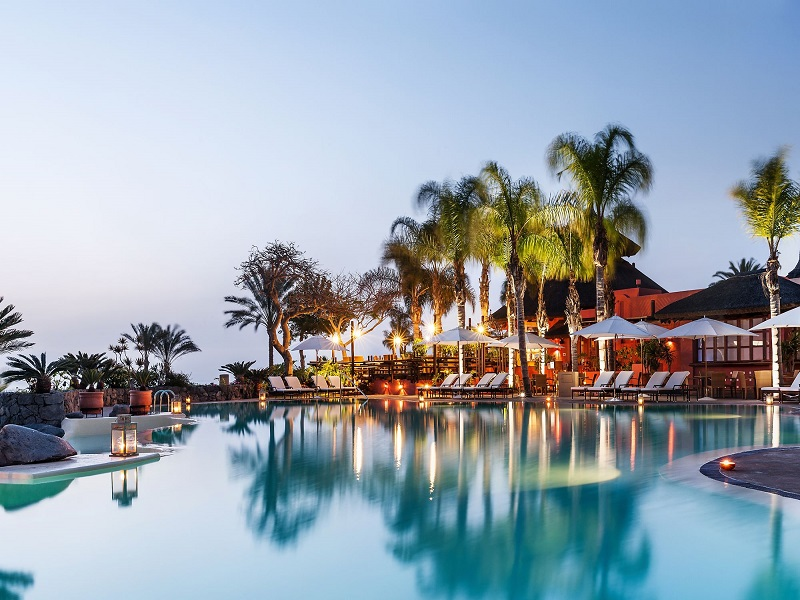 El Mirador swimming pool - Twilight.png.jpg